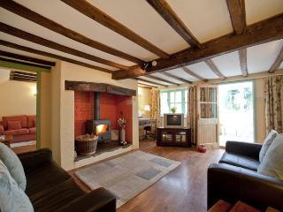 JESSAMINE COTTAGE, pet friendly, character holiday cottage, with a garden in Little Stretton, Ref 1673 - Little Stretton vacation rentals