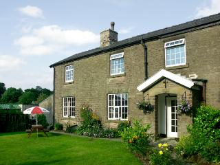 JESSIE'S COTTAGE, family friendly, character holiday cottage, with a garden in Combs, Ref 1487 - Rudyard vacation rentals