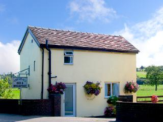 LILAC COTTAGE, romantic, country holiday cottage, with a garden in Clifton, Ref 2226 - Hollington vacation rentals