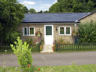 LITTLE LODGE 2, romantic, country holiday cottage, with a garden in Bylaugh - Bylaugh vacation rentals