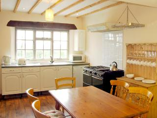 LLAETH COTTAGE, pet friendly, character holiday cottage, with a garden in Golden Grove, Ref 2459 - Golden Grove vacation rentals