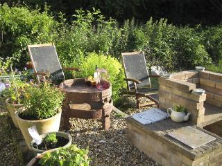 LOTHLORIEN COTTAGE, family friendly, country holiday cottage, with a garden in Cwmgors, Ref 2549 - Caio vacation rentals