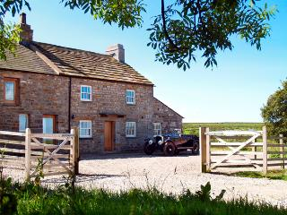LOWER CROASDALE FARMHOUSE, pet friendly, character holiday cottage, with a - Fourstones Near Bentham vacation rentals
