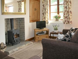 LOW GREEN COTTAGE, family friendly, country holiday cottage, with a garden in Middleton Near Kirkby Lonsdale, Ref 1628 - Middleton vacation rentals