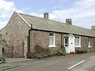 LYNDHURST COTTAGE, family friendly, with a garden in Beadnell, Ref 1372 - Beadnell vacation rentals