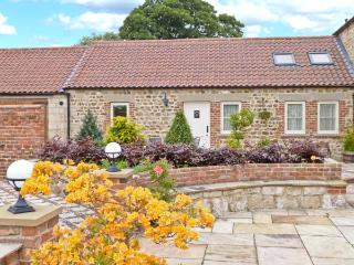 MARKINGTON GRANGE COTTAGE, romantic, character holiday cottage, WiFi, patio garden with furniture in Markington, Ref 2356 - Markington vacation rentals