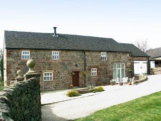 MEADOW PLACE, pet friendly, character holiday cottage, with a garden in Ipstones, Ref 767 - Staffordshire vacation rentals