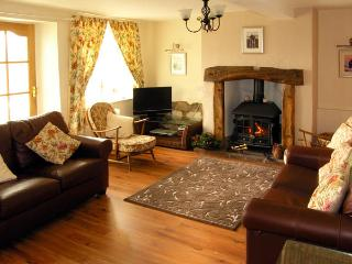 MELL FELL VIEW, romantic, country holiday cottage, with open fire in Penruddock, Ref 2847 - Penruddock vacation rentals