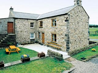 MOORGAIR COTTAGE, family friendly, character holiday cottage, with a garden in Hexham, Ref 705 - Warden vacation rentals