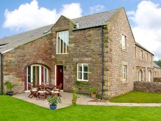 NO 4 MURTON WHITE HOUSE, pet friendly, with a garden in Berwick-Upon-Tweed, Ref 2541 - Belford vacation rentals