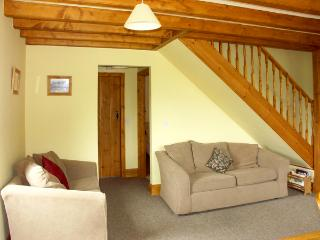 THE ARCHES, pet friendly, character holiday cottage, with a garden in Farndale , Ref 1391 - York vacation rentals