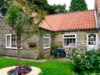 THROSTLE NEST COTTAGE, country holiday cottage, with a garden in Sleights Near Whitby, Ref 2628 - Sleights vacation rentals