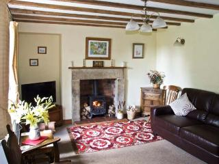 ORCHARD VIEW, pet friendly, luxury holiday cottage, with a garden in Parwich, Ref 2244 - Parwich vacation rentals