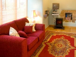COBBLED CORNER, romantic, character holiday cottage, with a garden in Elton, Ref 1613 - Elton vacation rentals