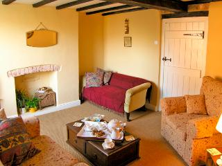 TORR'S COTTAGE, pet friendly, character holiday cottage, with open fire in Wirksworth, Ref 2371 - Hollington vacation rentals