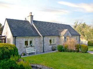 THE REST, family friendly, luxury holiday cottage, with hot tub in Thorpe, Ref 2382 - Derbyshire vacation rentals