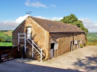 THE LOFT, pet friendly, character holiday cottage, with hot tub in Millthorpe, Ref 2674 - Peak District vacation rentals