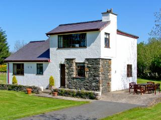 PENMAEN BACH, family friendly, with a garden in Pwllheli, Ref 2948 - Pwllheli vacation rentals