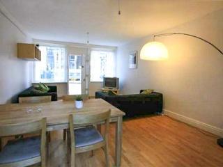 PORTH YR AUR BACH, family friendly in Caernarfon, Ref 2744 - Llanddaniel Fab vacation rentals