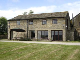 POTT HALL BARN, character holiday cottage, with a garden in Masham, Ref 2189 - Hudswell vacation rentals
