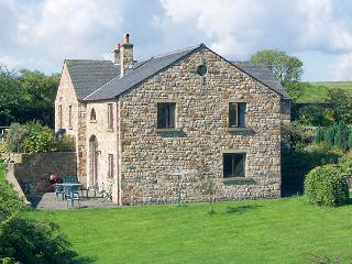 ROWAN HOUSE, pet friendly, character holiday cottage, with a garden in Giggleswick, Ref 398 - Giggleswick vacation rentals