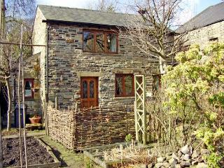 ROWAN TREE COTTAGE, pet friendly, character holiday cottage, with a garden in Old Glossop, Ref 1970 - Hebden Bridge vacation rentals