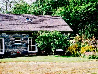 ROYAL OAK FARM COTTAGE, character holiday cottage, with a garden in Betws-Y-Coed, Ref 1152 - Betws-y-Coed vacation rentals