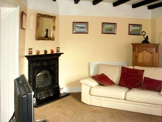 SCOTCH HALL COTTAGE, pet friendly, character holiday cottage, with a garden in Llangollen, Ref 890 - Llangollen vacation rentals