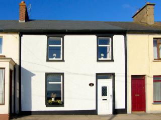 SEA VIEW COTTAGE, pet friendly, with a garden in Duncannon, County Wexford, Ref 2728 - Bunmahon vacation rentals