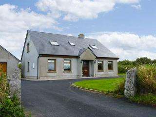 SERENE HOUSE, pet friendly, country holiday cottage, with a garden in Spanish Point, County Clare, Ref 2543 - Spanish Point vacation rentals