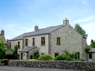 STONE END COTTAGE, pet-friendly, country holiday cottage, with a garden in Austwick, Ref 1804 - Austwick vacation rentals