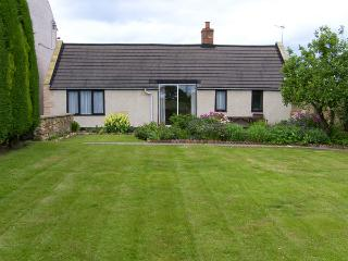 SWALLOWS COTTAGE, country holiday cottage, with a garden in Warkworth, Ref 1064 - Warkworth vacation rentals