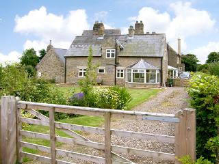 THE ANNEXE, EASTFIELD HALL, pet friendly, country holiday cottage, with a garden in Warkworth, Ref 2539 - Northumberland vacation rentals
