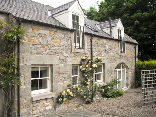 THE COACH HOUSE, pet friendly, luxury holiday cottage, with a garden in Lowick Near Holy Island, Ref 1979 - Saint Abbs vacation rentals