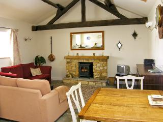 THE GOAT SHED, pet friendly, character holiday cottage in Robin Hood'S Bay, Ref 1813 - Robin Hood's Bay vacation rentals