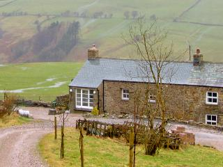 ASH POT BARN, family friendly, character holiday cottage, with a garden in Ravenstonedale, Ref 2387 - Cumbria vacation rentals