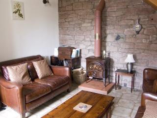 2 EDEN GROVE COTTAGES, pet friendly, character holiday cottage, with a garden in Armathwaite, Ref 3577 - Armathwaite vacation rentals