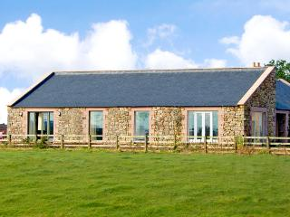THE LONG BARN, pet friendly, country holiday cottage, with a garden in - Northumberland vacation rentals
