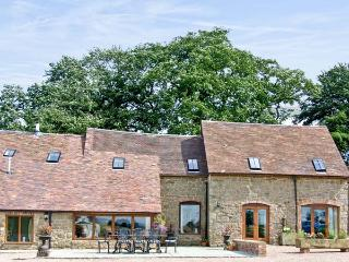 THE OLDE COW HOUSE, pet friendly, luxury holiday cottage, with open fire in Cardington Near Church Stretton, Ref 3591 - Cardington vacation rentals