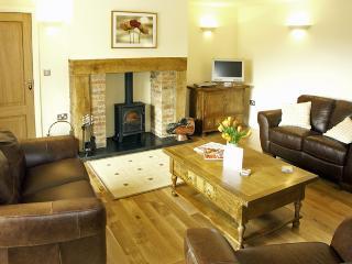 THE RED BARN, family friendly, luxury holiday cottage, with a garden in Longframlington Near Alnwick, Ref 1562 - Longframlington vacation rentals