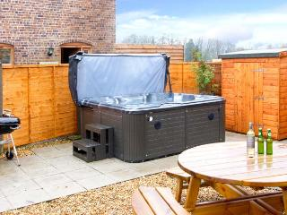 THE WAIN HOUSE, pet friendly, character holiday cottage, with a garden in - Strefford vacation rentals