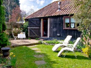 UPPER BARN STABLE, character holiday cottage,with a garden in Reepham, Ref 2428 - Reepham vacation rentals