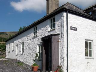 ISLWYN, pet friendly, character holiday cottage, with open fire in Llanberis, Ref 1026 - Llanberis vacation rentals