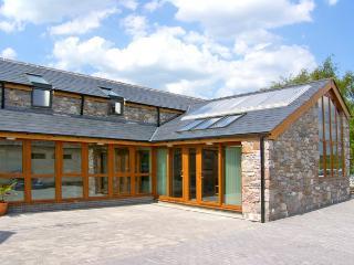 DDOL HELYG BARN, pet friendly, character holiday cottage, with a garden in Llanrug, Ref 2250 - Gwynedd- Snowdonia vacation rentals