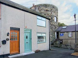 JASMIN COTTAGE, pet friendly, luxury holiday cottage, with a garden in Conwy, Ref 2614 - Conwy County vacation rentals