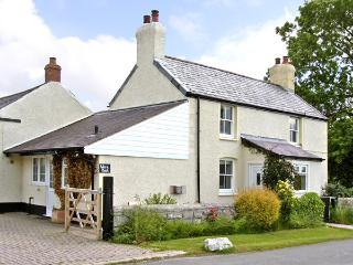 WERN BACH, pet friendly, country holiday cottage, with open fire in Caerwys, Ref 2841 - Caerwys vacation rentals