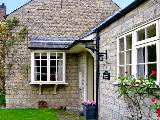 WATERSIDE COTTAGE, family friendly, country holiday cottage, with a garden in Hovingham, Ref 2661 - Hovingham vacation rentals