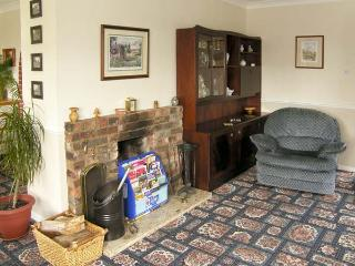WILLOW SUNRISE, pet friendly, character holiday cottage, with a garden in Pott Row, Ref 1924 - Pott Row vacation rentals