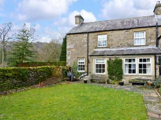 LOCKS COTTAGE, family friendly, character holiday cottage, with a garden in Langcliffe, Ref 816 - Hetton vacation rentals
