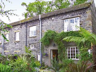 JADE COTTAGE, family friendly, character holiday cottage, with open fire in Middleham, Ref 805 - Markington vacation rentals